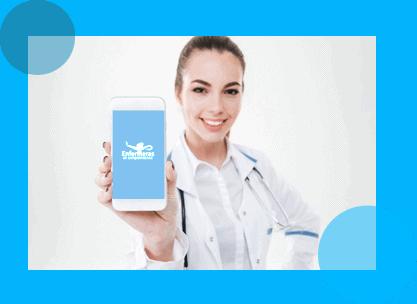 enfermera con celular aplicacion para monitoreo pacientes